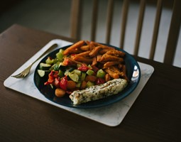 Improving mealtimes for people with dementia