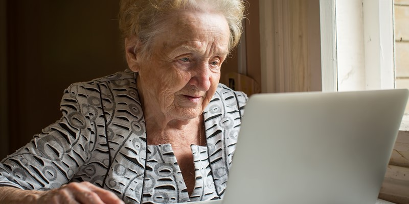 Online mental health treatments for older adults: interview study